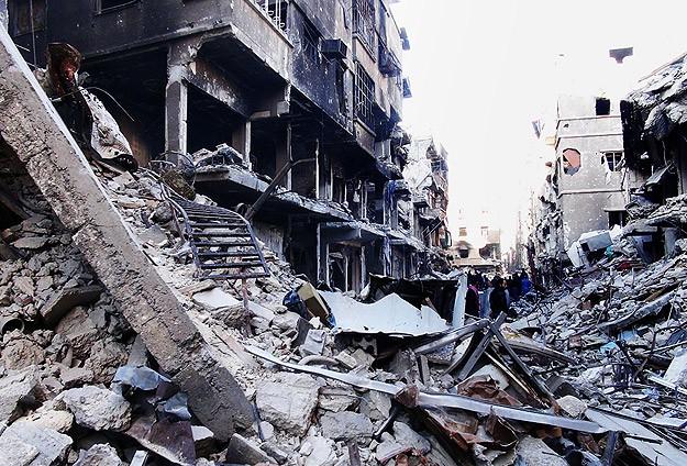 Mülteci kampına varil bombalı saldırdı
