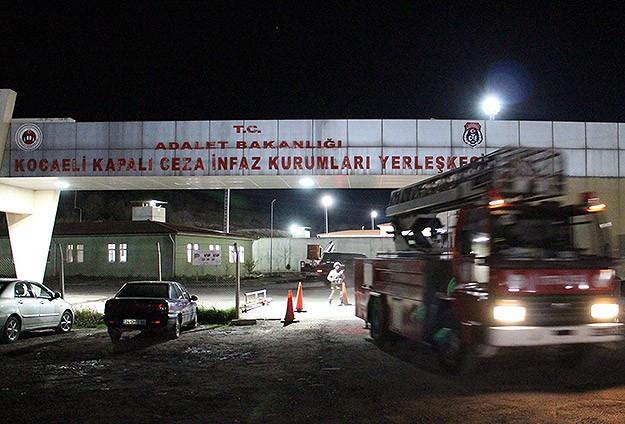 Kocaelinde cezaevi yangını