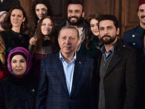Erdoğandan dizi setine sürpriz ziyaret