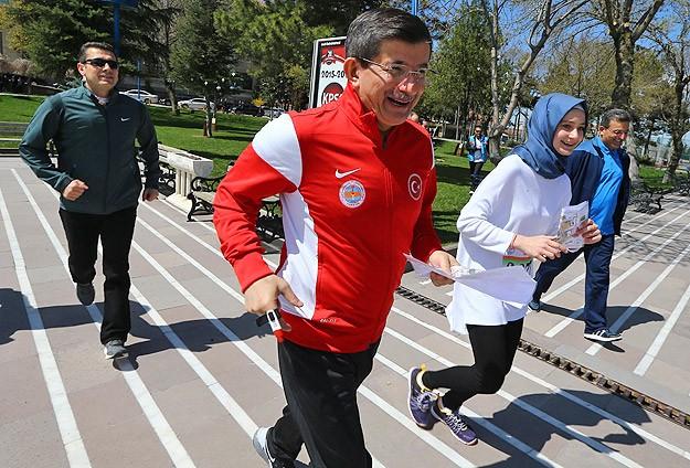 Başbakan Davutoğlu sağlığını spor yaparak koruyor