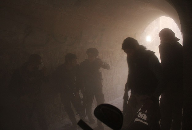 Esed güçleri yine varil bombasıyla saldırdı