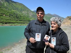 Acılı aile 4 yıldır nehirde kaybolan oğullarını arıyor