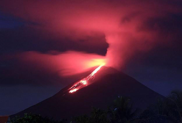 Şilide Calbuco Yanardağı faaliyette