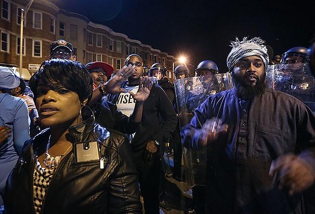 Polis şiddetine karşı protesto yürüyüşü