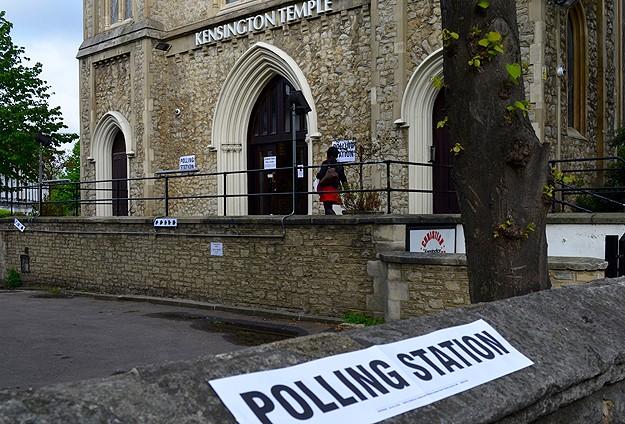 İngilterede Muhafazakarlar önde gidiyor