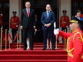 Erdoğan Arnavutlukta resmi törenle karşılandı