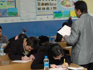 Öğrenciler içerde veliler dışarda terledi