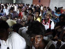 Bin 500 göçmen Endonezyada karaya çıktı