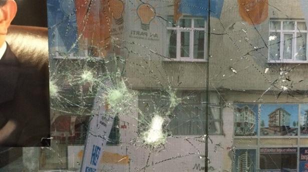 AK Parti seçim bürosuna taşlı saldırı