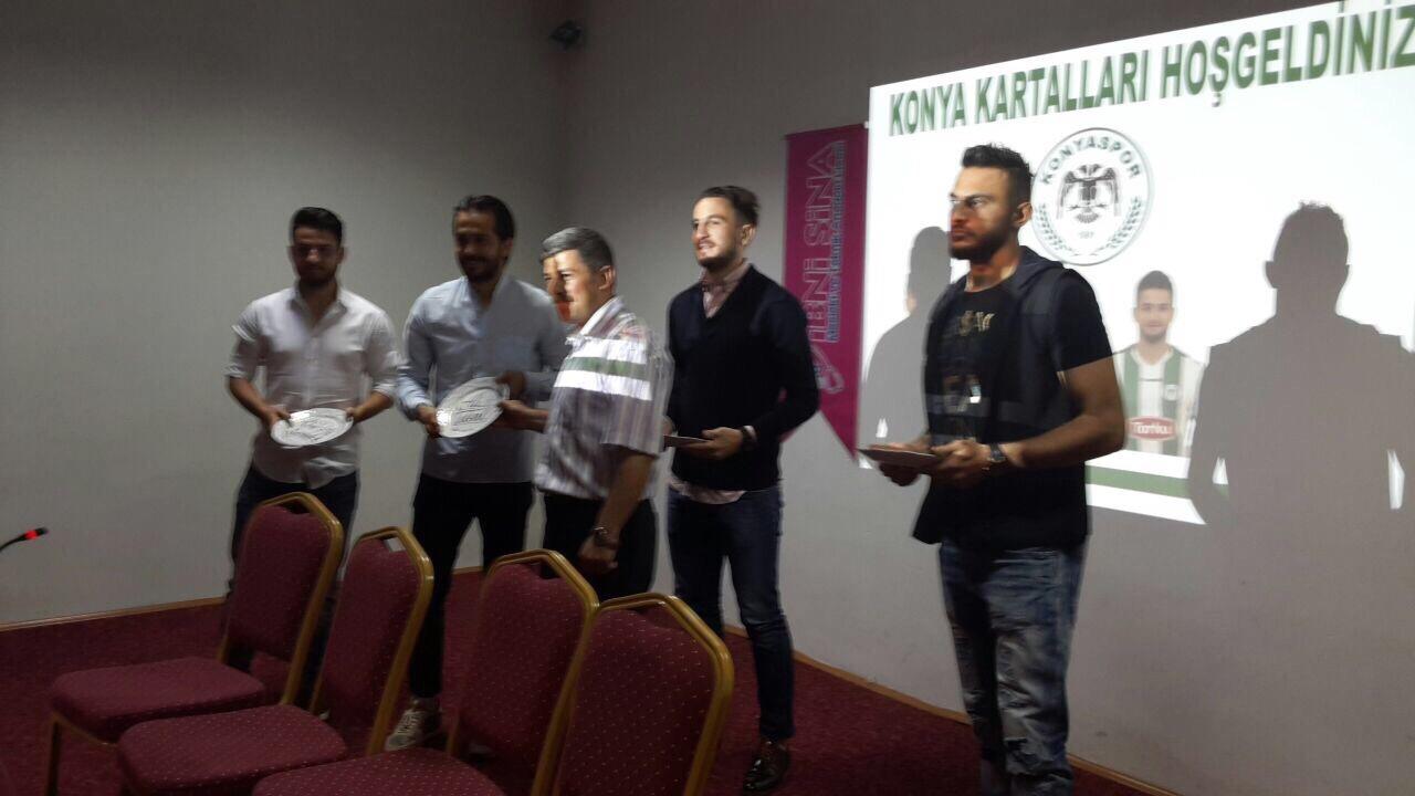 Torku Konyasporlu futbolcular öğrencilerle buluştu