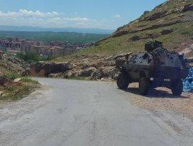 Baraj inşaatına malzeme taşıyan konvoya taciz ateşi
