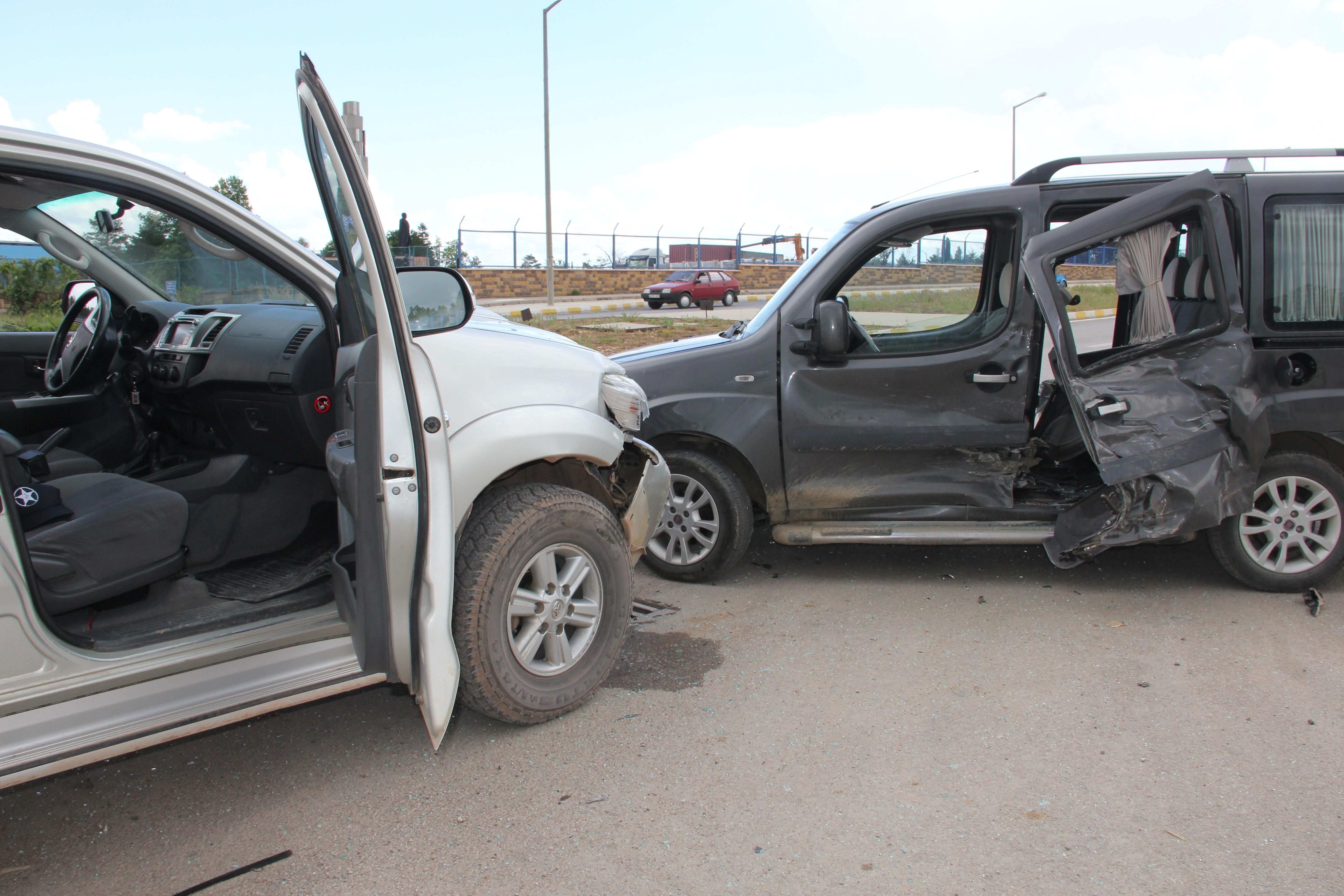 Konyada pikap ile otomobil çarpıştı: 4 yaralı