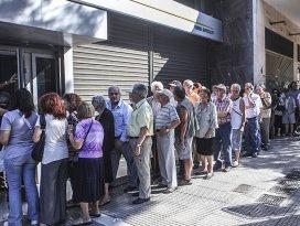 Yunanistanda bankalar 13 Temmuza kadar kapalı
