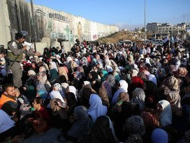 İsrail kontrol noktalarında izdiham