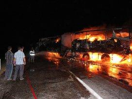 Ağrıda teröristler yol kesip araç yaktı