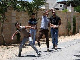 Taş atan Filistinlilere 20 yıl hapis