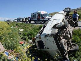 Suriyelileri taşıyan midübüs kaza yaptı: 9 ölü