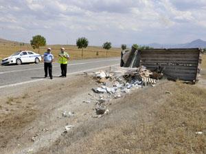 Konyada kamyon devrildi: 1 ölü