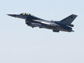 Devriye uçuşundaki jete Suriyeden taciz