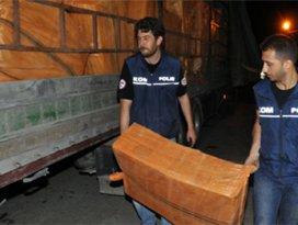 Durdurulan TIRda tam 300 bin paket kaçak sigara yakalandı!
