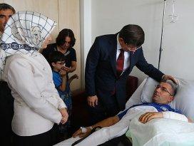 Başbakan Davutoğludan gazilere ziyaret