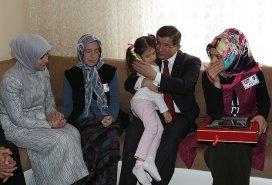 Başbakan Davutoğlu, şehit ailesini ziyaret etti