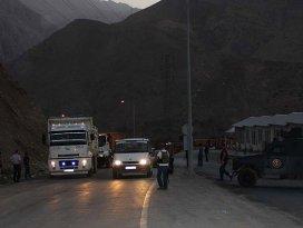 Diyarbakırda yol kesen teröristler doktoru öldürdü