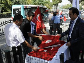 KTO 10 bin Türk bayrağı dağıttı