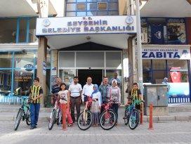 Başarılı Kur'an Kursu öğrencileri bisikletle ödüllendirildi