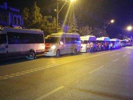 Minibüs ve servisçilerden teröre konvoylu tepki