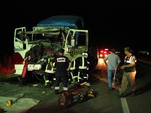 Kamyon TIRa arkadan çarptı: 1 ölü