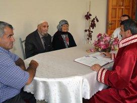 77 yıllık aşk hikayesi evlilikle sonuçlandı