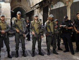 İsrail polisi Mescid-i Aksanın çatısına çıktı