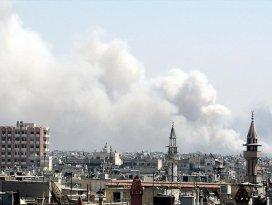 Rus savaş uçakları muhalifleri vurdu