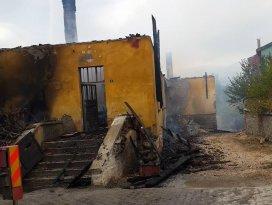 Beyşehirde eski okul binasında yangın