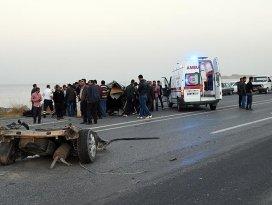 Ankara ve Bitliste trafik kazası: 3 ölü 21 yaralı