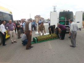 Belediyesi otobüsü motosiklete çarptı: 2 ölü