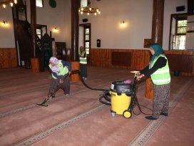 Seydişehir Belediyesi ibadethaneleri temizliyor