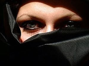 Çarşaflı kadın sürücüye ceza