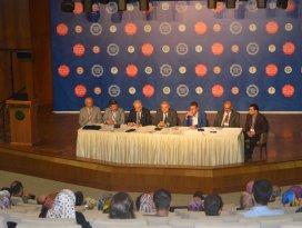 Rektör Şeker Uluslararası İslam ve Tıp Kongresi'ne katıldı