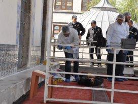 Konyada bir kişi, cami avlusunda ölü bulundu