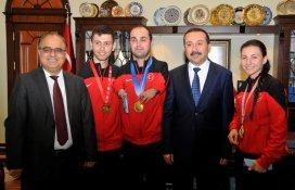 Ödüllü topluluk ve milli sporculardan Rektör Gökbel'e ziyaret