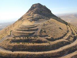Tarihi kalede 4 bin yıllık gizli geçit bulundu