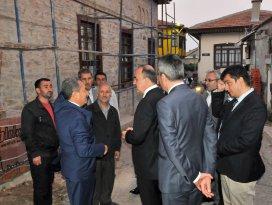 Vali Erol Akşehir'deki sokak sağlıklaştırma çalışmalarını inceledi