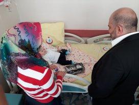 Baloğlu çocuk hastaları ziyaret etti