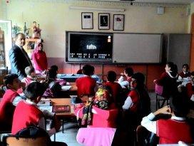 Seydişehirdeki ortaokullara akıllı tahta kuruluyor