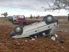 Hüyükte otomobil devrildi: 2 yaralı