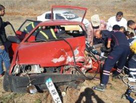 Beyşehirde iki otomobil çarpıştı: 6 yaralı