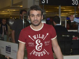 Mısırda tutuklu bulunan 8 Türk yurda döndü