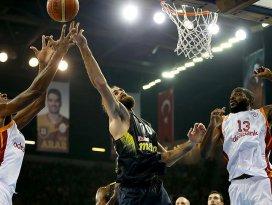 Galatasaray derbiyi farklı kazandı